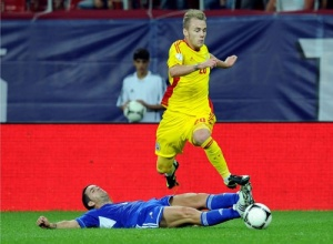 Romania needs Maxim's skill and creativity to open up the Greek defense.