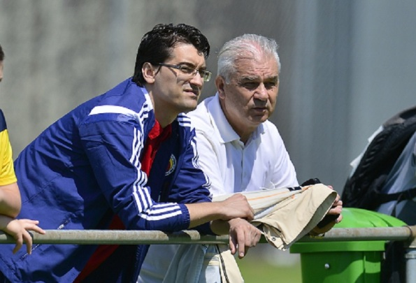 Burleanu (left) and Iordanescu (right) play a game with high stakes. (photo by Mediafax)